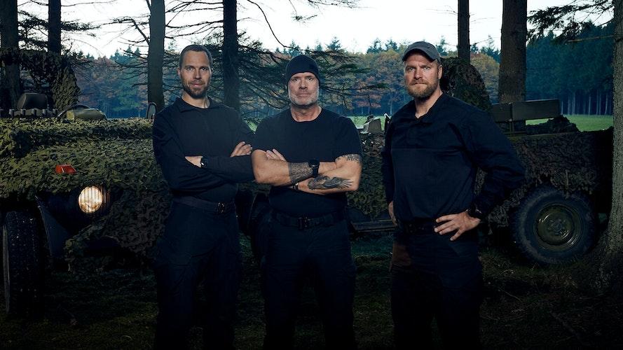 De tre instruktører presser aspiranterne til det yderste i Korpset